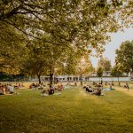 108 Sonnengrüße zur Sonnenwende im Parkbad